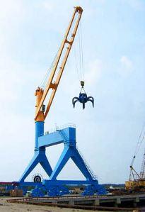 Liebherr_TCC_230R_Travelling_Cargo_slewing_Crane_WIRE_luffing_crane_rail_mounted_gantry_harbour_Port_quaysides_jetties_Hafenkran_A_8628-0_W300