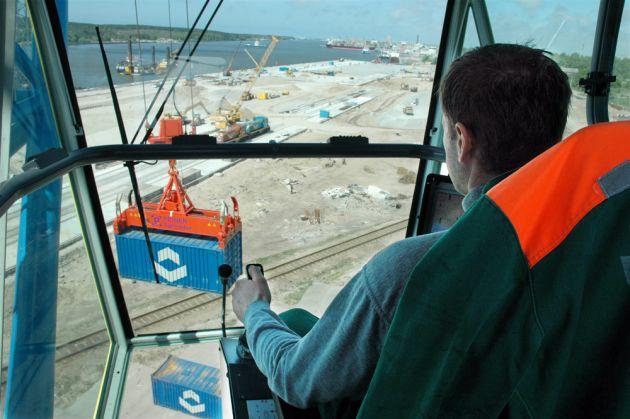 Fotos de cabina de gruas moviles de puerto liebherr for Cabina con avvolgente portico