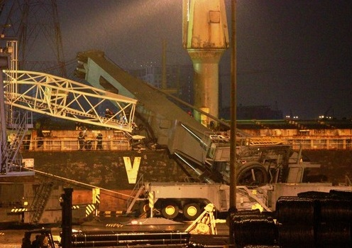 Crane-collapse-container-ship-vietnam