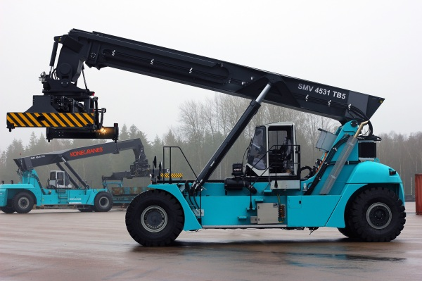 Konecranes Hybrid Reach Stacker