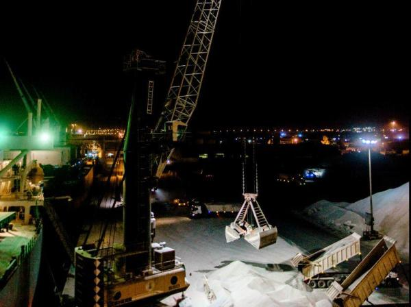 Mobile_Harbor_Cranes_with_LED_at_RAK_Ports_rm