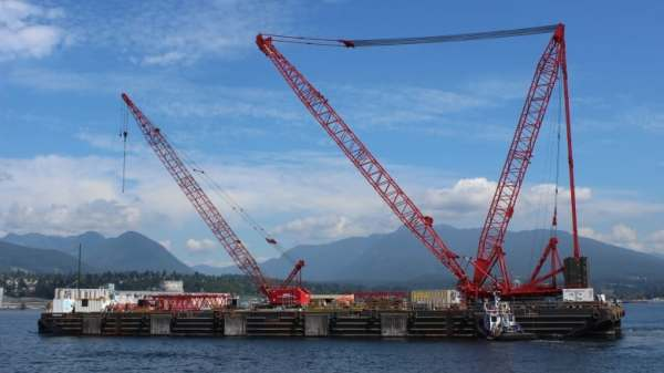 the-dynamic-beast-crane-barge-in-vancouver-harbour